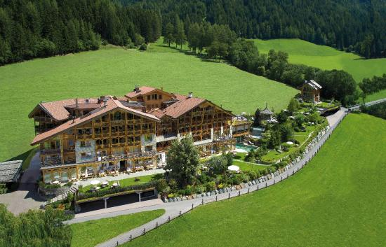 Luson, อิตาลี: Hotel Lüsnerhof estate