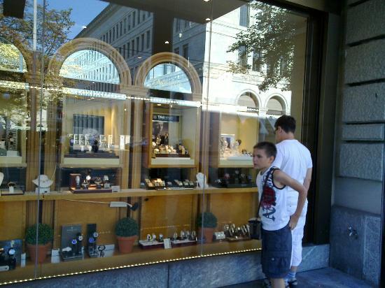 ffc7590da936 Магазин швейцарских часов - Изображение Улица Банхофштрассе, Цюрих ...