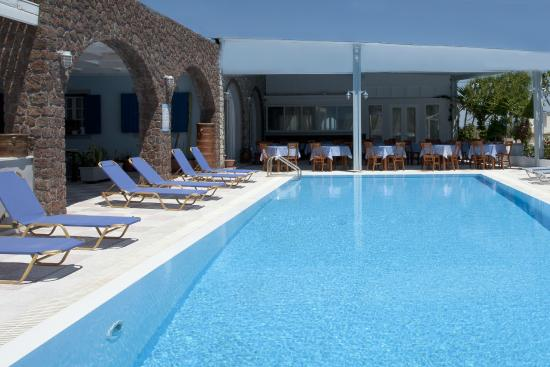 Dimitris Villas: POOL- TAVERN- BAR