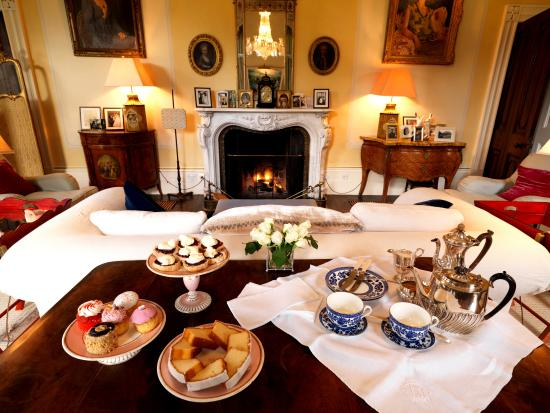 Drenagh : Afternoon tea served in the Drawing Room