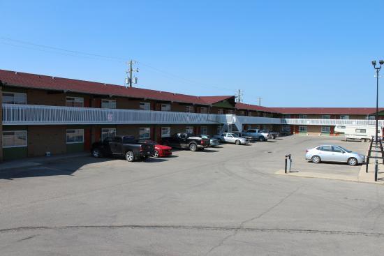 Silver Crest Lodge: Parking Lot