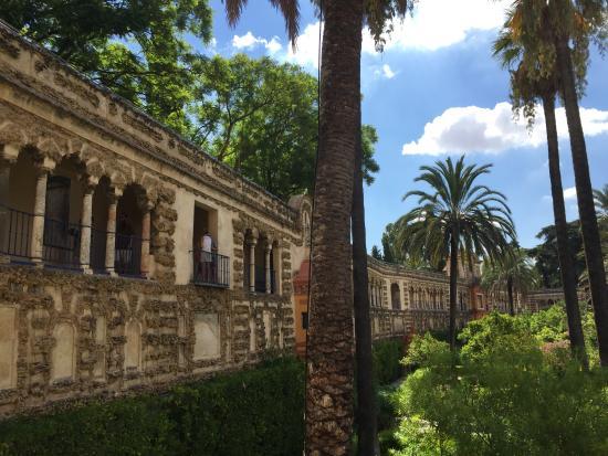 """赤い""""ライオンの門"""" ここから入ります。 - Picture of Real Alcazar, Seville ..."""