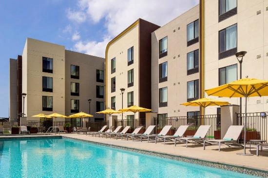 Outdoor Pool Picture Of Springhill Suites Los Angeles Burbank Downtown Burbank Tripadvisor