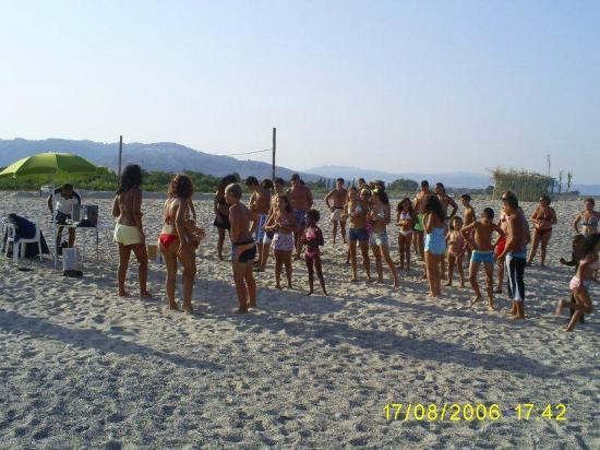 Badolato, Italia: balli in spiaggia
