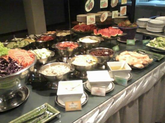 Aspira Grand Regency Sukhumvit 22: Many kinds of fruit and salads