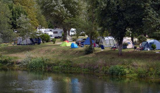 Francueil, Francia: riverbank pitches