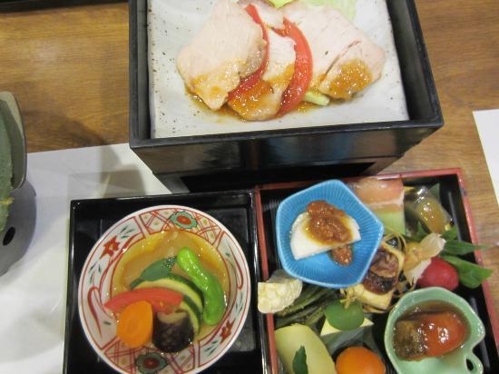 Gensen no Yado Maruishi: 夕食はひと手間かけた料理