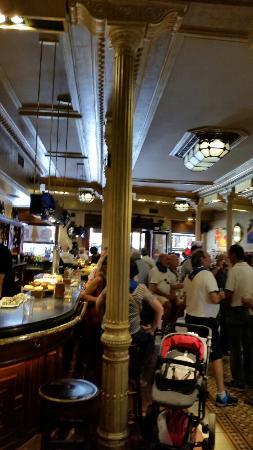Barra, salas comedor. - Bild von Cafe La Granja, Bilbao - TripAdvisor