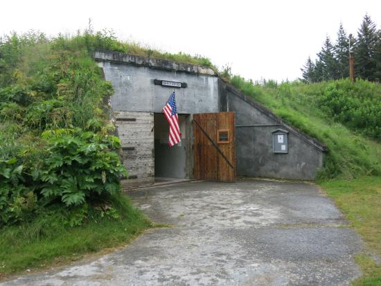 display inside bunker photo de kodiak military history