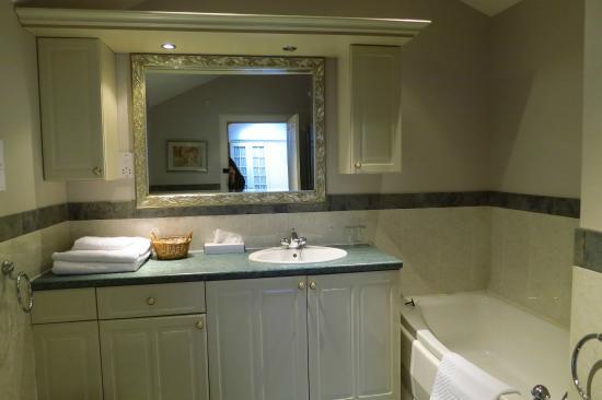 Cairnbaan Hotel: Baño habitación 12