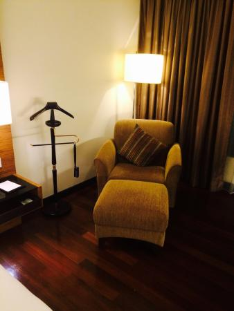 Impiana KLCC Hotel: Double room 1438 with huge bathroom (bathtub and walking-thru shower)..