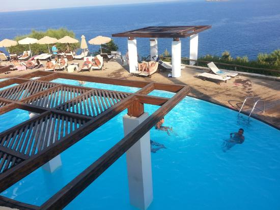Piscine adulte picture of sea side resort spa agia for Piscine sevran