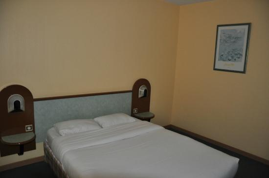 Hostellerie Saint Vincent Beauvais Aeroport : chambre