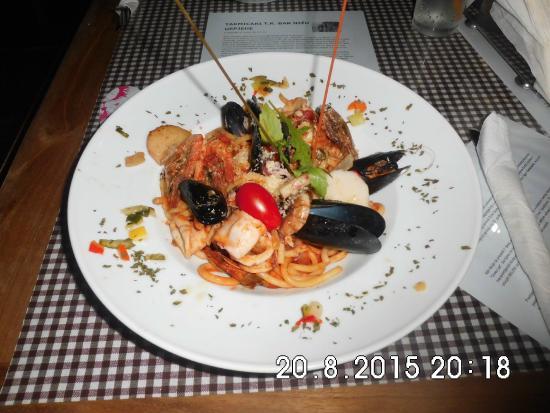 Hotel Villa Antivari: Heel veel lekkere restaurantjes in de buurt, en aan de haven.