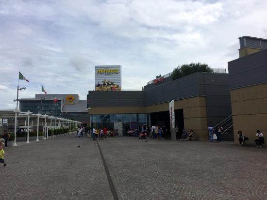 Ikea e leroy merlin foto di galleria commerciale porta - Porta di roma ikea ...