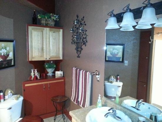 Grand Junction Bed and Breakfast : Common Restroom