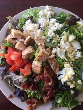 Brick House Eatery: Cobb salad was fantastic!