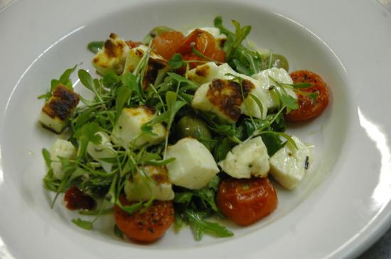Finghall, UK: Halloumi Sals