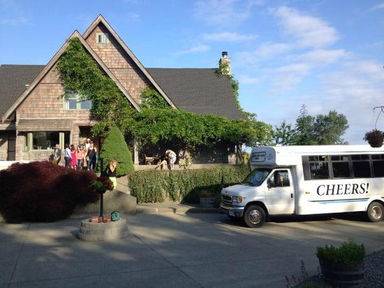 Cheers Cowichan Tours: We pick up at any venue-Affinity Guest House