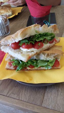 Tomato, mozzarella, arugula focaccia sandwich - Foto di La ...