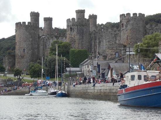 YHA Conwy: Conwy Castle from the Quay
