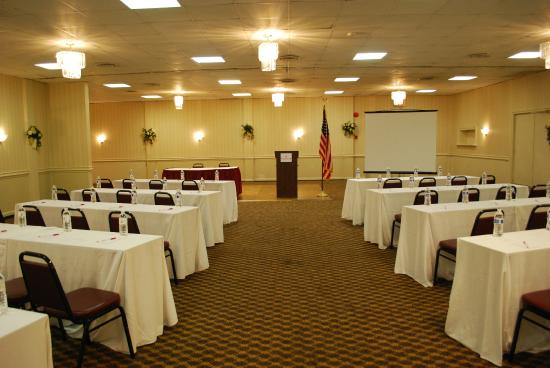 Ramada Triangle/Quantico: Meeting Room