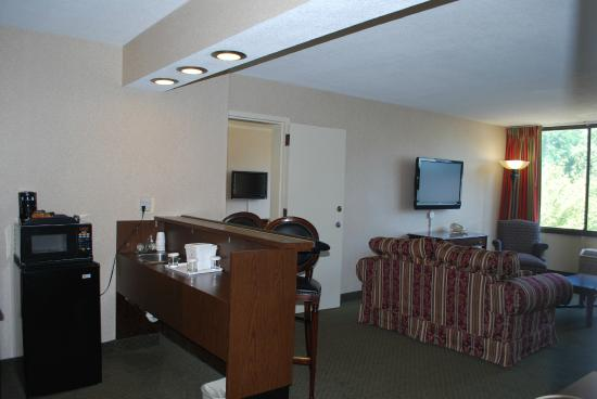 Ramada Triangle/Quantico: 2 Room Suite