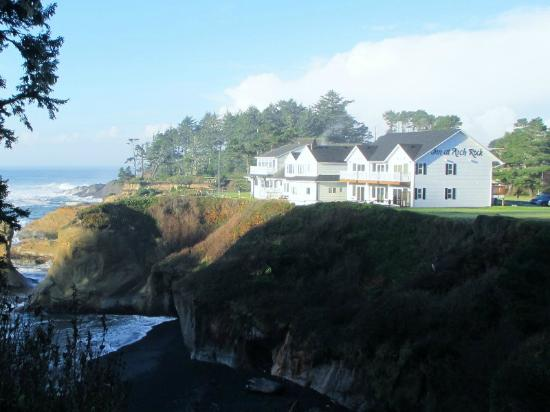Inn at Arch Rock: Sunny view of new building