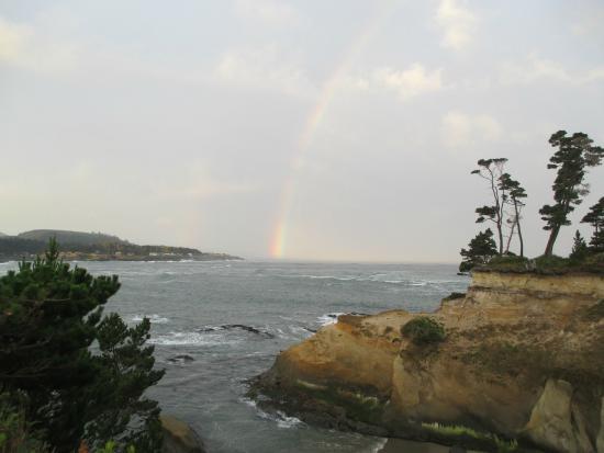 Inn at Arch Rock: Rainbow into the ocean