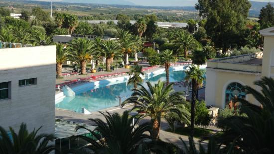 piscina con acqua allo zolfo - Foto di Victoria Terme Hotel ...