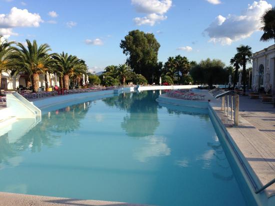 Piscina picture of victoria terme hotel tivoli for Piscinas vitoria