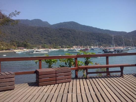 Che Lagarto Hostel Ilha Grande: El deck del hostel