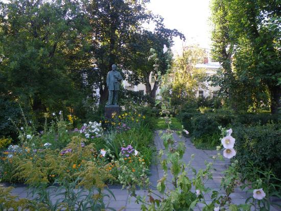 Gertsen Statue