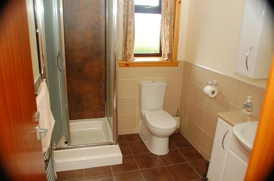 Polrudden Guest House: En Suite Bathroom