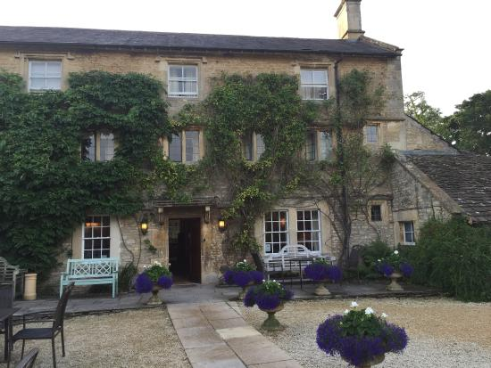 beautiful old fashioned english hotel - picture of guyers house