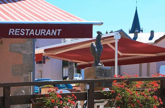 Pouillenay, France: concurrence du coq et du clocher