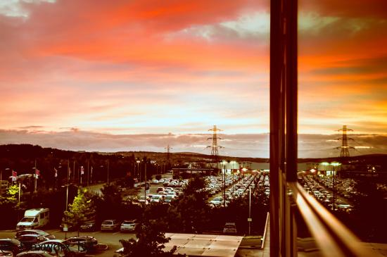 Mercure Sheffield Parkway: Sunset view from my room