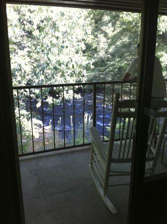 Newfound Lodge: Balcony overlooking river