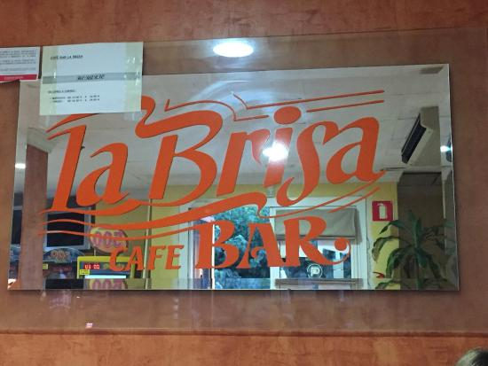La brisa: Evening with character