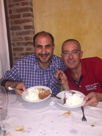 Borgo San Giacomo, Italy: Dolci sempre buoni e freschi. Fabio Cremona (il presidente)