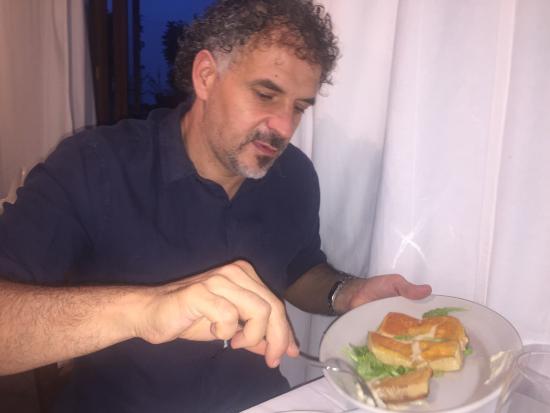 Borgo San Giacomo, Italy: Formaggio alla piastra. Fabio Cremona (il presidente)