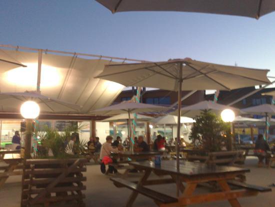 La piscina parrilla isla fotos n mero de tel fono y for Alberca restaurante