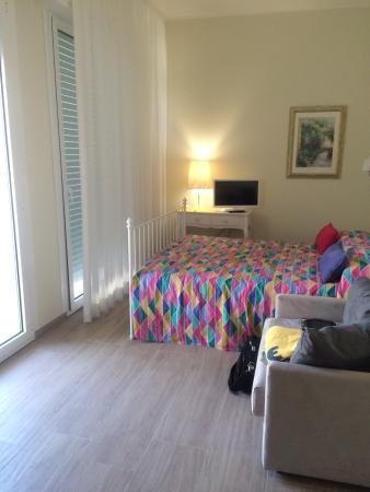 Camera da letto bellissima e spaziosa. - Picture of Hotel Imperiale ...