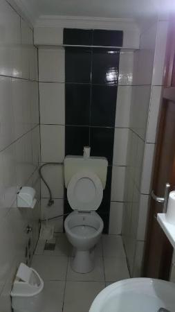 Star Hotel: daracık banyo - tuvalet