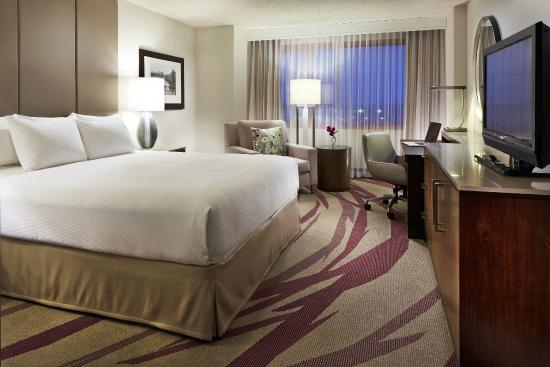 Hilton Long Beach : King Guestroom