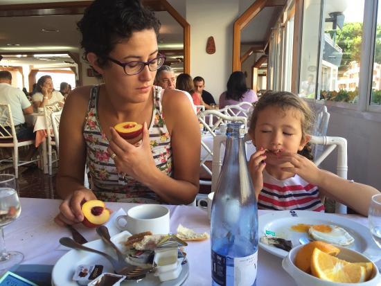 Hotel GHT Aquarium & SPA: Déjeuner au restaurant de l'hôtel
