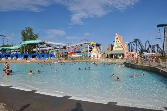 Rollercoaster spettacolari e piscine da sogno foto di for Piscine da sogno e da record