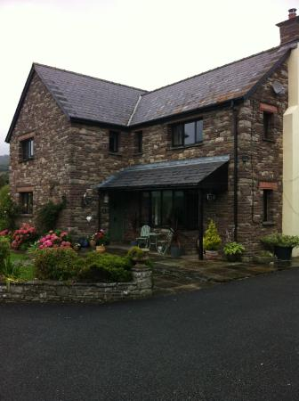 Porth-y-Berllan: the b&b from outside