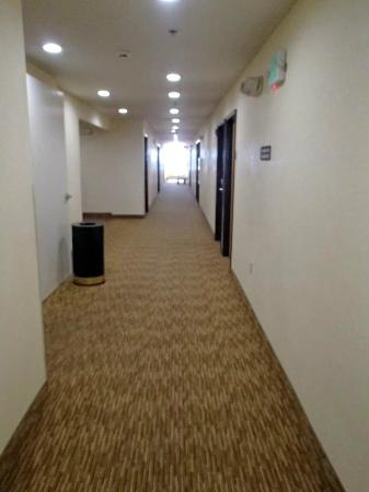Microtel Inn & Suites by Wyndham Lodi/North Stockton: Hallway view