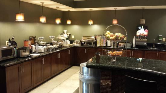 La Quinta Inn & Suites Edgewood / Aberdeen-South: Breakfast Area